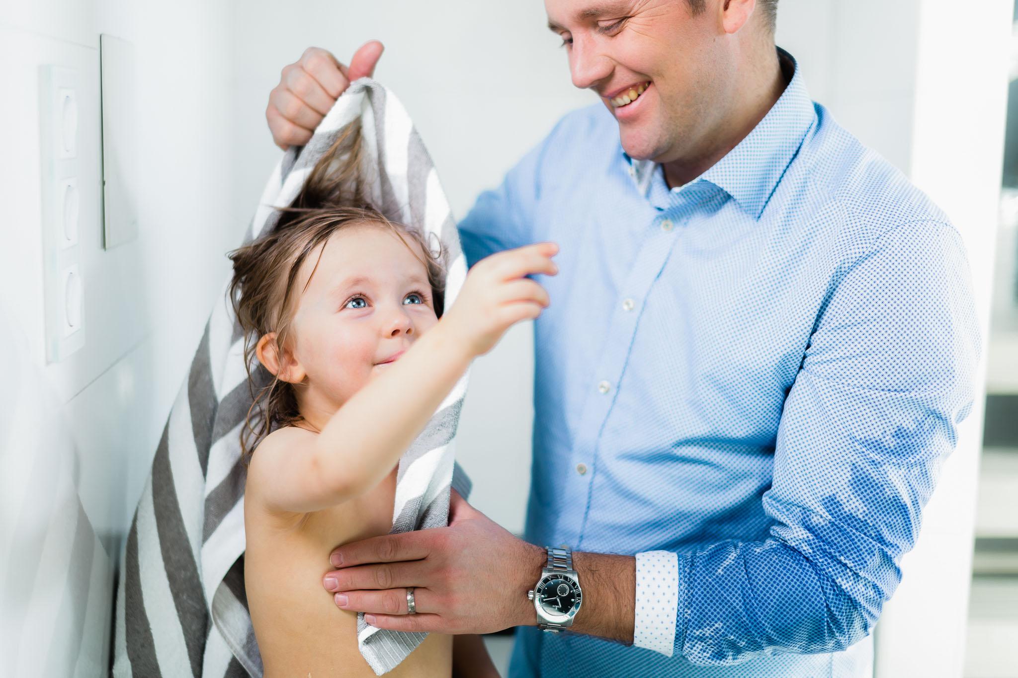 Veden markkinointikuva (isä ja lapsi)