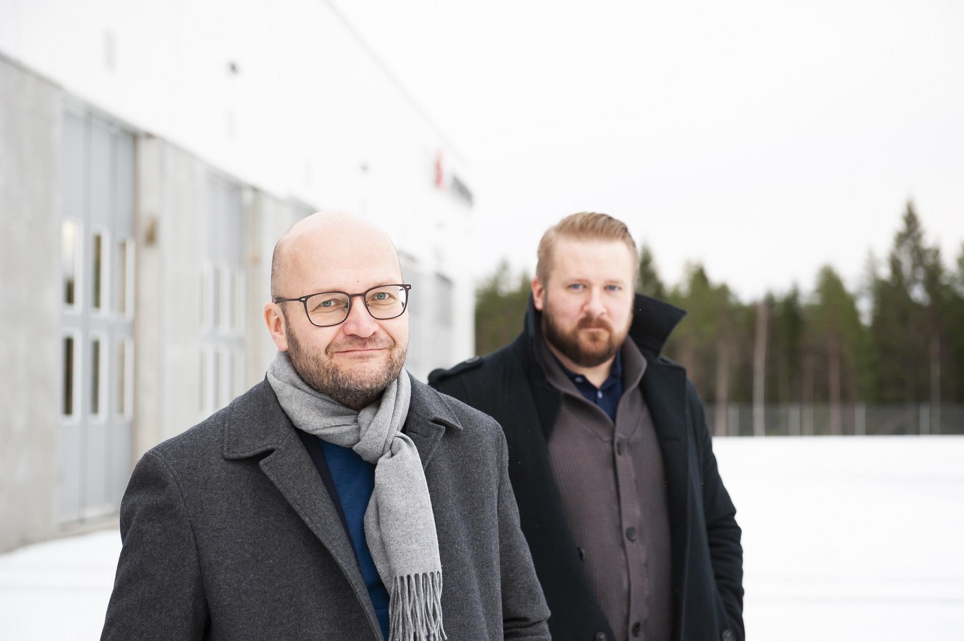 Alvan asiakkuusjohtaja Jukka Pennanen ja Volvon kiinteistöpäällikkö Esa Rauhala.